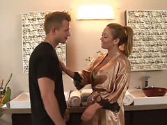 Hot chick Mia Lelani gets horny in the shower