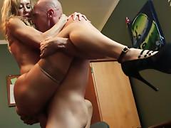 Slutty mature blonde babe Brandi Love gets brutally penetrated