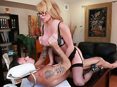 Bossy blonde Taylor Wane has fun on his top