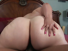 Oversized booty whore Victoria fucks black cock for jizz