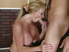 Sexy and gorgeous milf Taylor Wane gets titfucked and deepthroats