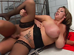 Mature babe Kandi Kox is fucking in her tight anal