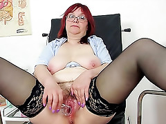 Speculum takes us inside pussy