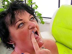 Mature gets good fuck from hard cock