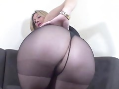 Jerk it to my pantyhosed ass