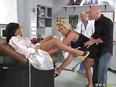 Doctor Memphis Monroe Helps Mason Moore Squirt In a Threesome