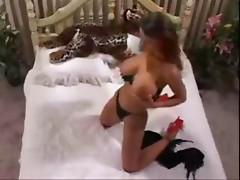 Veronika Zemanova en la cama