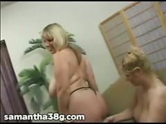 2 Large Tit MILFS Shake Scoops and Rub Nipples