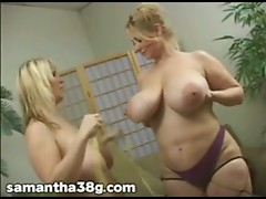 2 Large Tit MILFS Shake Scoops and Rub Nipples