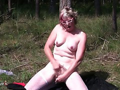Squirting older doxy mama masturbating in the woods