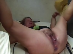 DENHAAGMAN - OPEN CUNT GRANNY CUMS ON MEGA Vibrator