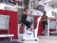 Italia mature drilled in gym (Camaster)
