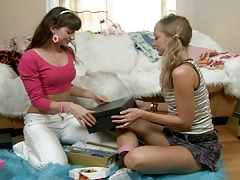 HORNY LESBIAN GET TOYING BY HER SISTER...usb