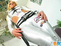 Blonde bitch gets her fuckin' gash stuffed with dick