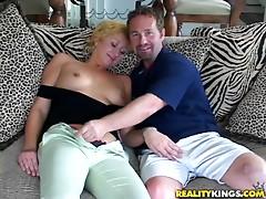 Dude nails mature pussy in hardcore scene