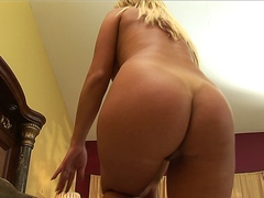 Hot blonde MILF Phyllisha Ann enjoys hardcore anal in bed