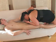 A plumper with big natural tits dies a great blowjob and hot titjob to a skinny dude