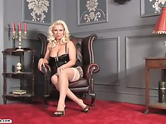 English Milf Layla uses dildo on Lana