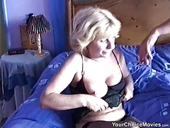 Amateur mature couple fucking on the bed