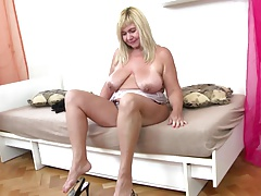 Pleasing older mother with hawt older body
