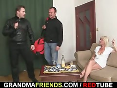 Great 3some with hawt aged blond