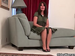 Pantyhosed mother I'd like to fuck Lani Lee undresses off and plays