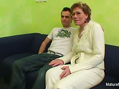 Old slut watches porn in advance of getting drilled