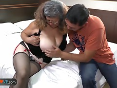 AgedLove Youthful chap receives oral-service from experien