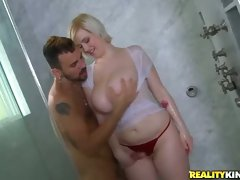 Shower fun with naturally buxom blonde Siri