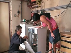 Young hot babe fucks the big dick repairman