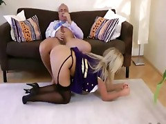 Old man is ravaging a bimbo pussy