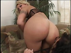 Bella Marie Wolf & Ana Nova anal threesome