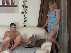Mother showed her son how to do it