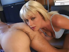 Horny blonde puts her tongue to good use