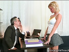 Sexy Blonde Shelly Gets Creampied in an Awesome Clip