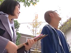 Nerdy babe Yui Tsubaki gives an outdoors blowjob