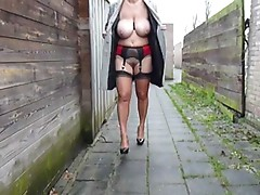 Flashing outside again !!