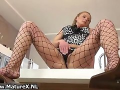 Mature housewife takes her pantyhose off