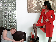 Mark Wood dives in  Eva Karera's beautiful ass cheeks
