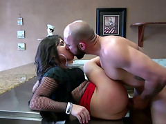 Whorable brunette with big ass gets fucked missionary on the counter